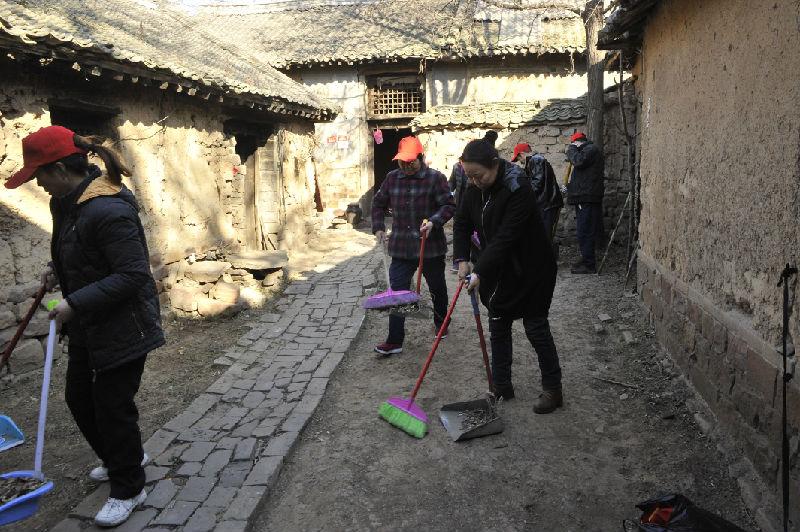 郑州市第三人民医院走进登封市石道乡王楼村 开展清洁家园及暖心行动